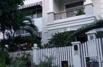 Cho thuê biệt thự Mỹ Giang Phú Mỹ Hưng, 4 phòng ngủ, nội thất đẹp, có sân vườn rộng. LH 0917300798